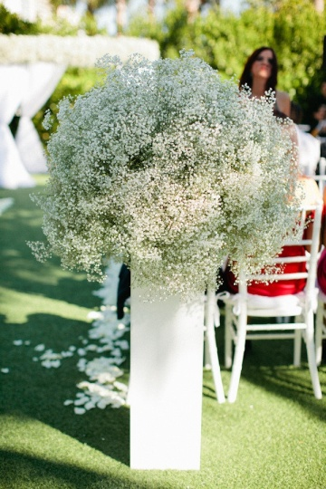 Baby's Breath Aisle Décor