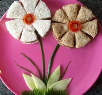 BuzzFeed shared these adorable flower shaped sandwiches