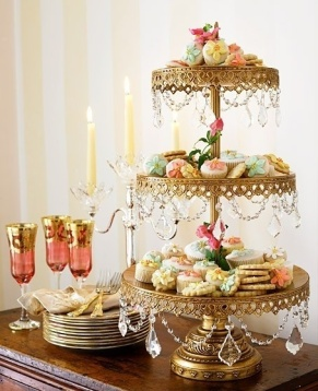 Gold and Crystal Cookie Display – spotted on Indulgy