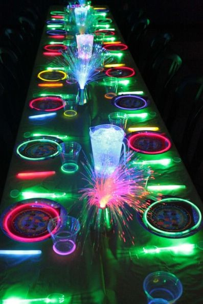Glow in the Dark Tablescape – spotted on Pinterest