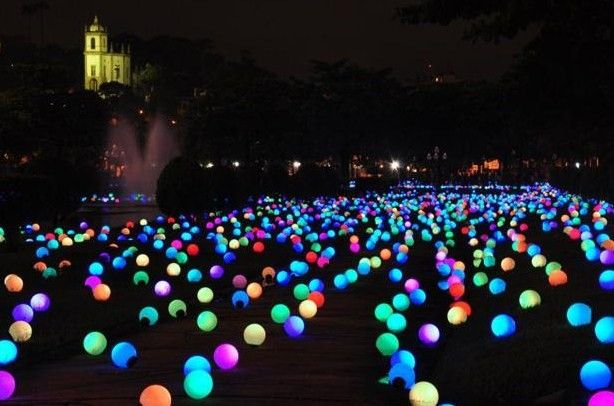 Glow in the Dark Yard Decorations – spotted on Pinterest