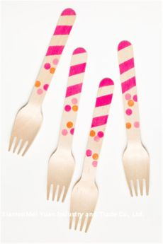 Pink Decorated Wooden Forks – spotted on Pinterest