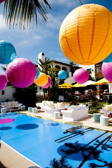 Pool Party Décor with Lanterns – spotted on Loverly