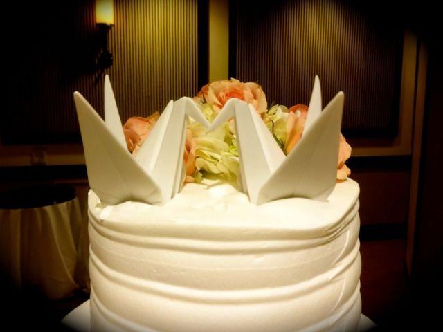 Ceramic Origami Cranes Cake Topper – shared by Tin MalbarosaCatoner on Pinterest