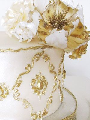 White and Gold Wedding Cake – spotted on Pinterest