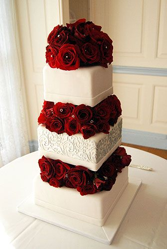 Red Rose Tiered Wedding Cake – spotted on Pinterest