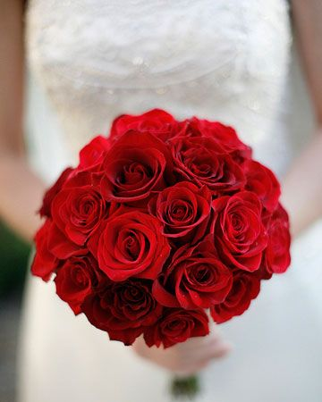 Red Rose Bouquet – spotted on a roundup post on ITakeYou