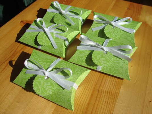 Green Paisley Pillow Boxes for Party Favors – made by CreativeHolidays on Etsy