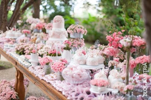 Pink Floral Tablescape and Party Food Spread – shared on Anfitria
