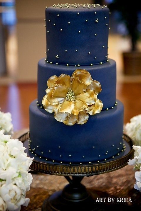 Navy and Gold Wedding Cake – spotted on Pinterest here