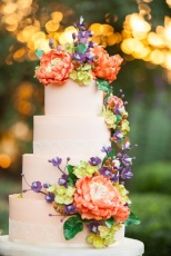 Colorful Fall Floral Cake – shared on NorcalWedding on Pinterest