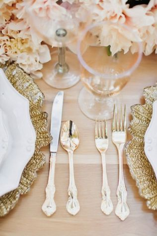 Blush, Gold, and White Place Settings – spotted on Pinterest