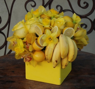 Yellow Centerpiece with Lemons and Bananas – shared on Floret Cadet
