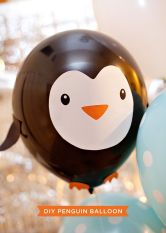 DIY Penguin Party Balloons Tutorial and Printable – shared on Hostess with the Mostess