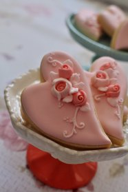 Large Folk Art Heart Cookies in Pink – created and sold by MarinoldCakes on Etsy