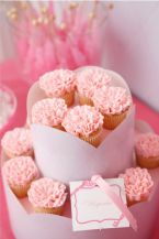 Pink Carnation Flower Cupcakes – spotted on Pinterest