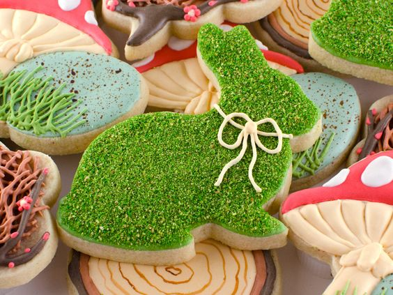 Rustic Realistic Moss Bunny Cookies – tutorial and recipe shared by Semi Sweet Designs
