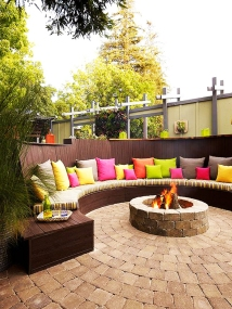 Curved Patio Bench Around Fire Pit – shared on HomeBNC