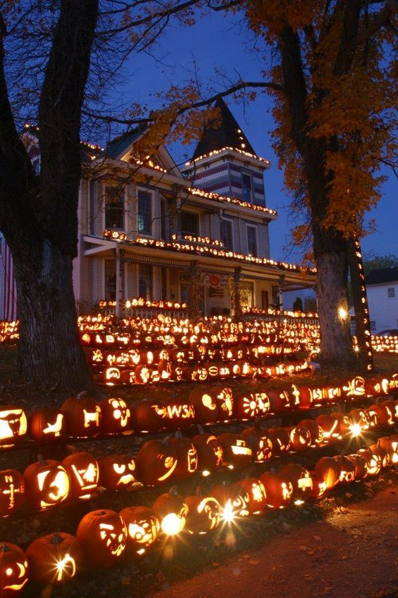 Front Lawn Jack-o-lantern Outdoor Display – shared on a roundup post on BlazePress