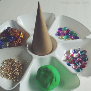 Christmas Tree Play Dough Kit Station – as shared by the Mustard Seed Family blog