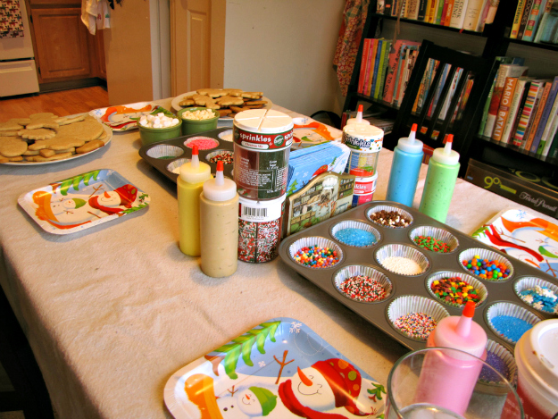 Cookie Decorating Table Station – as explained by Oh Meaghan