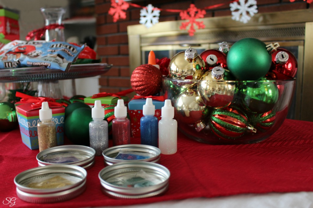 Deck the Halls Ornament Making Station – as shared by the Scrappy Geek
