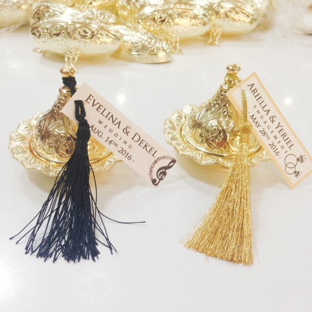 Gold Wedding Favor Box with Gold Tassel – created and sold by UniqueDecorSUPPLIES on Etsy