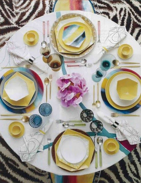 Colorful Modern Table Decor – spotted on Pinterest