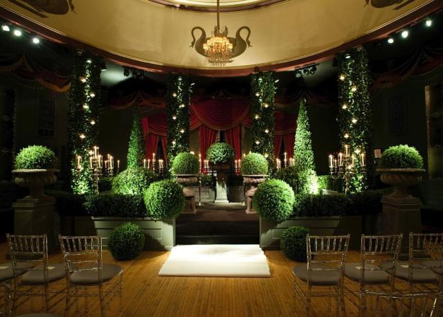 Garden Topiary Stage Set with Twinkle Lights – also shared on Instagram by HMRDesignsGarden Topiary Stage Set with Twinkle Lights – also shared on Instagram by HMRDesigns