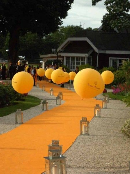 Orange Carpet Event Entrance with Balloons and Silver Lanterns – shared on Traffic Magazine
