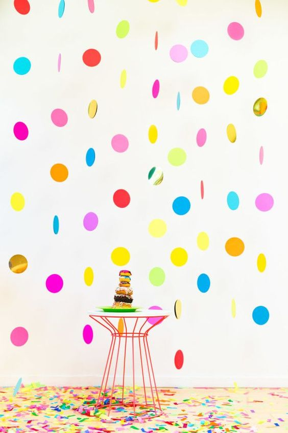 DIY Floating Confetti Photobooth – shared by Studio DIY